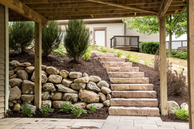 Rosetta Dimensional Flagstone and Steps in Auburn Ridge